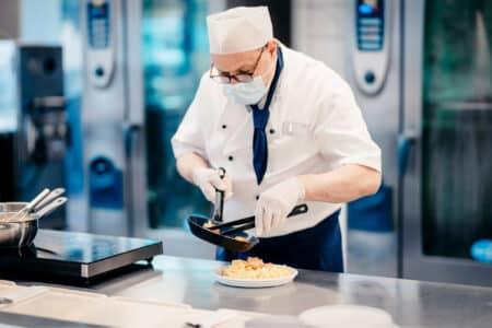 Social-Media-Shooting Küchenchef Koch Zubereitung Gastro