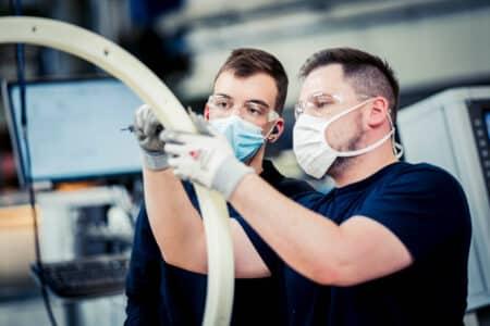 Social-Media-Shooting CNC Qualitätskontrolle Azubi Ausbilder Teamwork